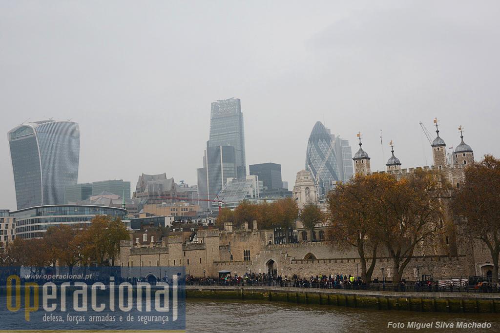 O local escolhido, um dos mais visitados da cidade de Londres, potenciou naturalmente o impacto mundial do memorial.