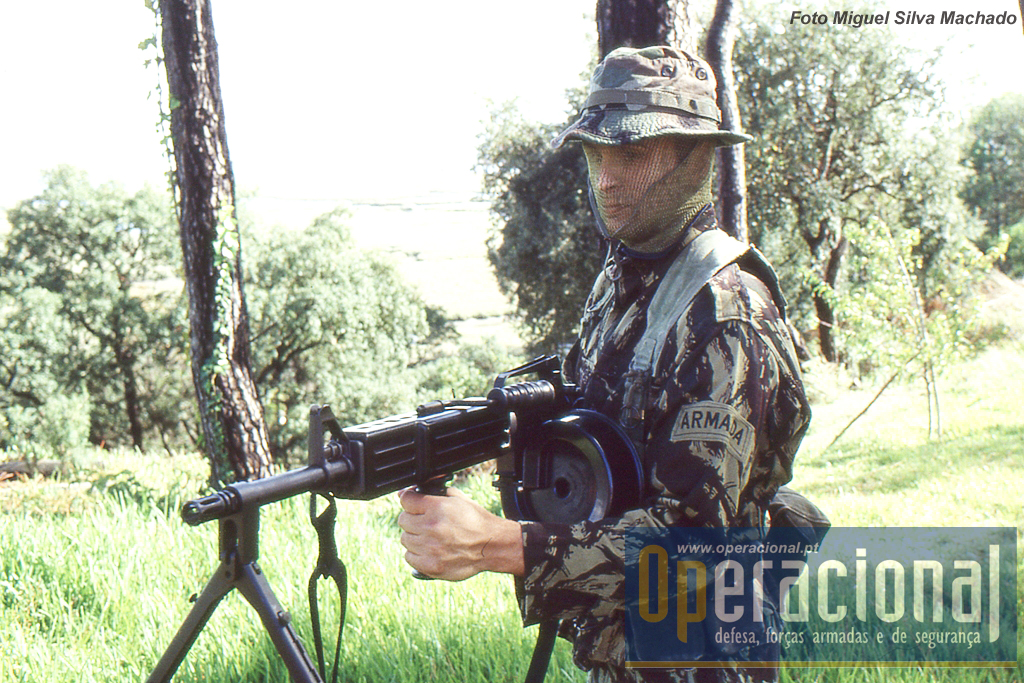 Esta era uma arma que na altura também estava ao serviço nos marines dos EUA. O Equipamento individual usado ainda era muito semelhante ao das guerras de África.