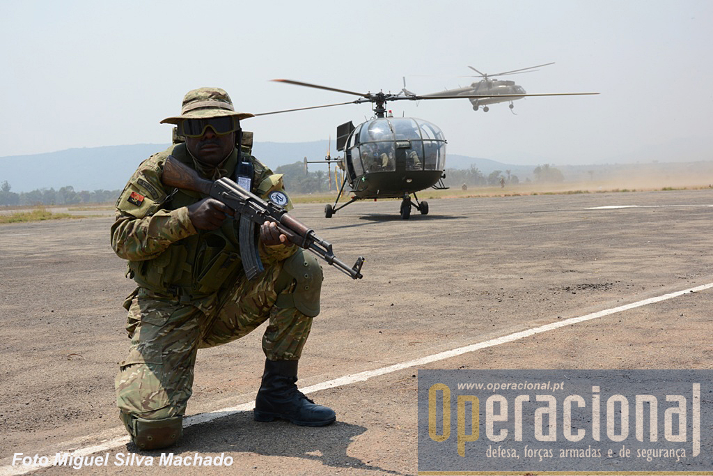 Os comandos e operações especiais da Direcção das Forças Especiais, são grandes utilizadores dos helicópteros Al III e MI 17 do Regimento Aéreo de Helicópteros da Força Aérea Nacional.