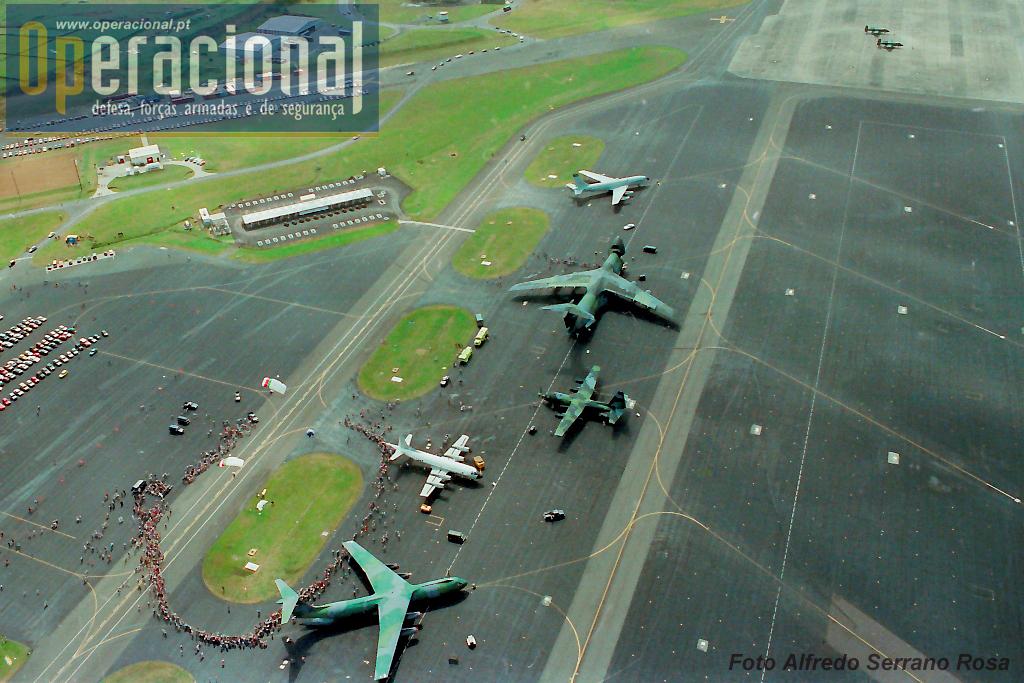 Longe vão os anos em que muitos aviões americanos de diferentes tipos, faziam escalas na Lages.