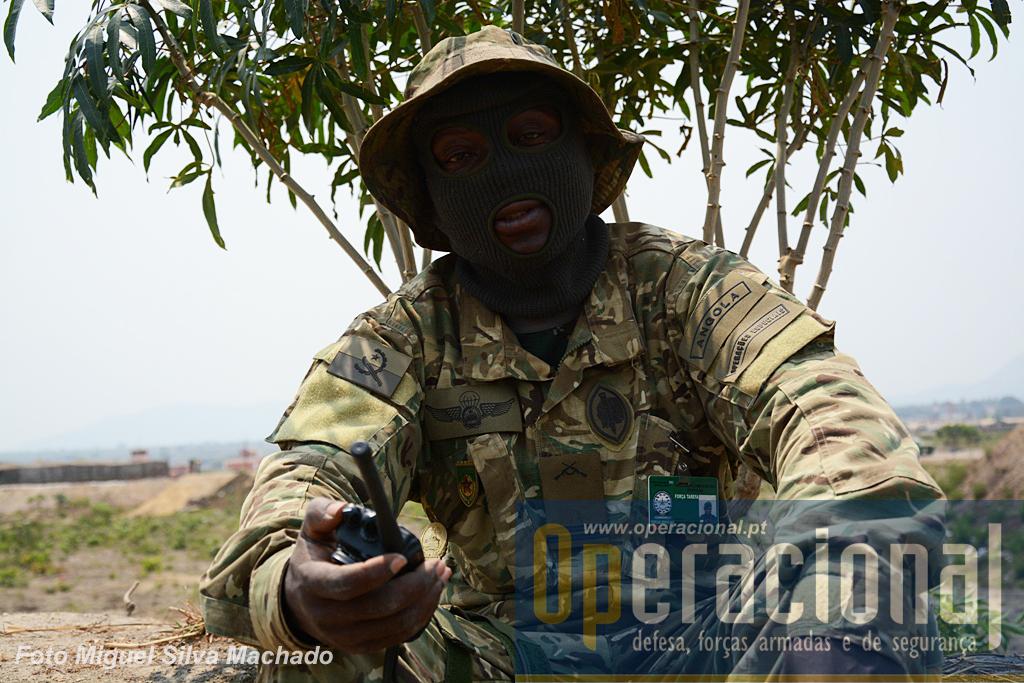 O capitão de operações especiais da BRIFE que chefiava as equipas de snipers. Teve formação em Portugal e na China.