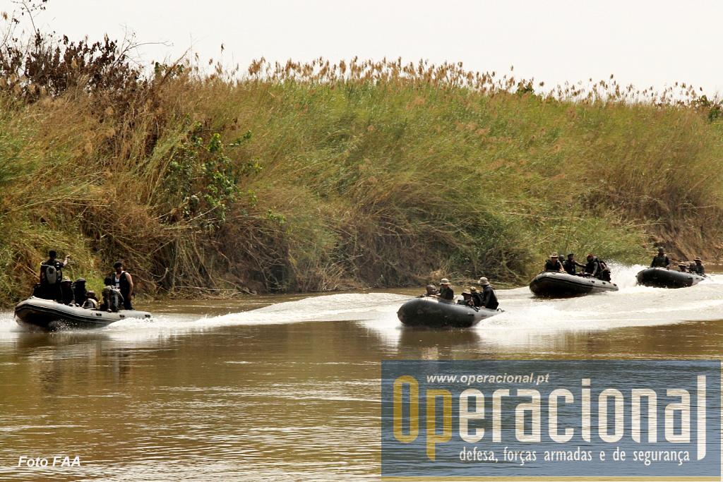 A região escolhida permitia desenvolver operações em meio aquático o que aconteceu.