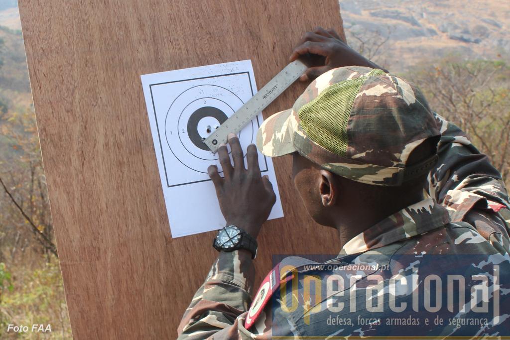 Bom tiro para este pára-quedista da Namíbia!