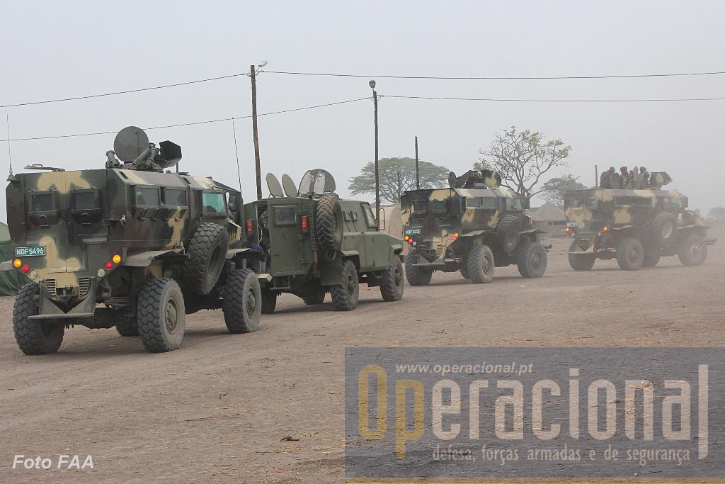 Aqui já se dá prioridade à protecção quer contra armas ligeiras quer contra engenhos explosivos. 3 viaturas blindadas das Forças de Defesa da Namíbia e uma das Forças Armadas de Angola, no decurso de uma missão de escolta.