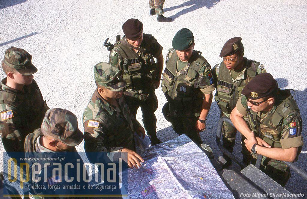 Preparação das patrulhas luso-americanas que em breve iriam percorrer a região.