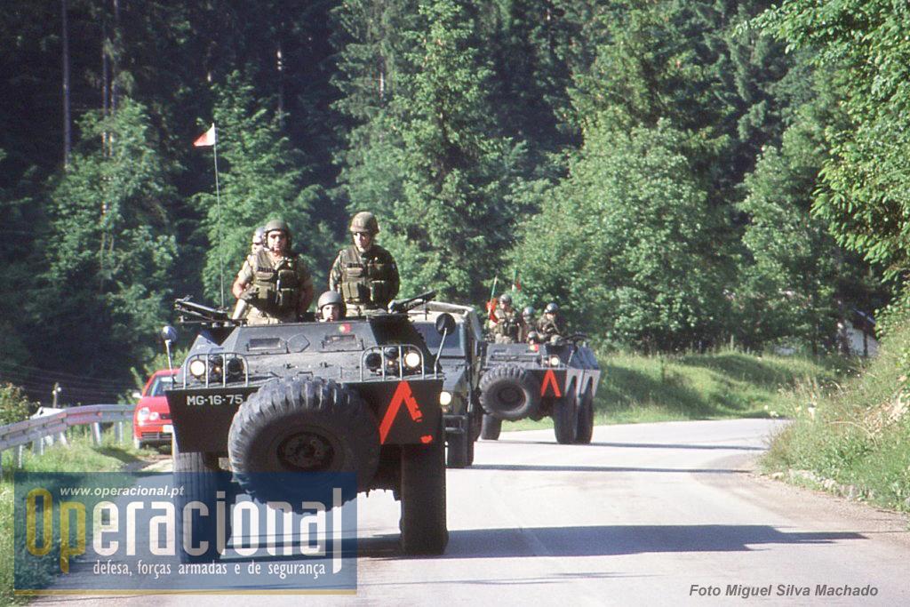 """A OPRES em 2002 continuava a usar as VBTP """"Chaimite"""" V-200, viaturas chegadas à Bósnia em 1996 e que ali se manteriam até ao final da presença do batalhão português."""