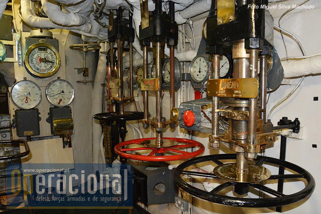 """Como não podia deixar de ser a maquinaria do navio é um conjunto de """"arqueologia industrial"""" muito interessante e bem explicado através de monitores..."""
