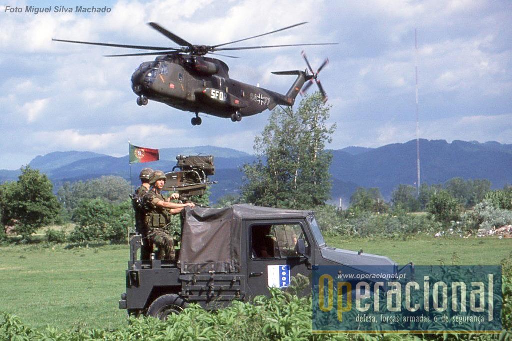 Manter a segurança a locais de aterragem de helicópteros ainda era por estes tempos uma tarefa habitual.