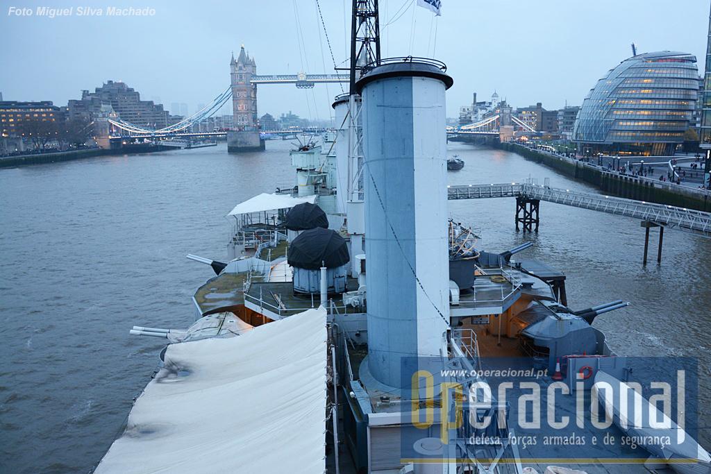 Em ambos os bordos estavam instaladas as armas para defesa contra alvos de superfície a curta distância e alvos anti-aéreos.