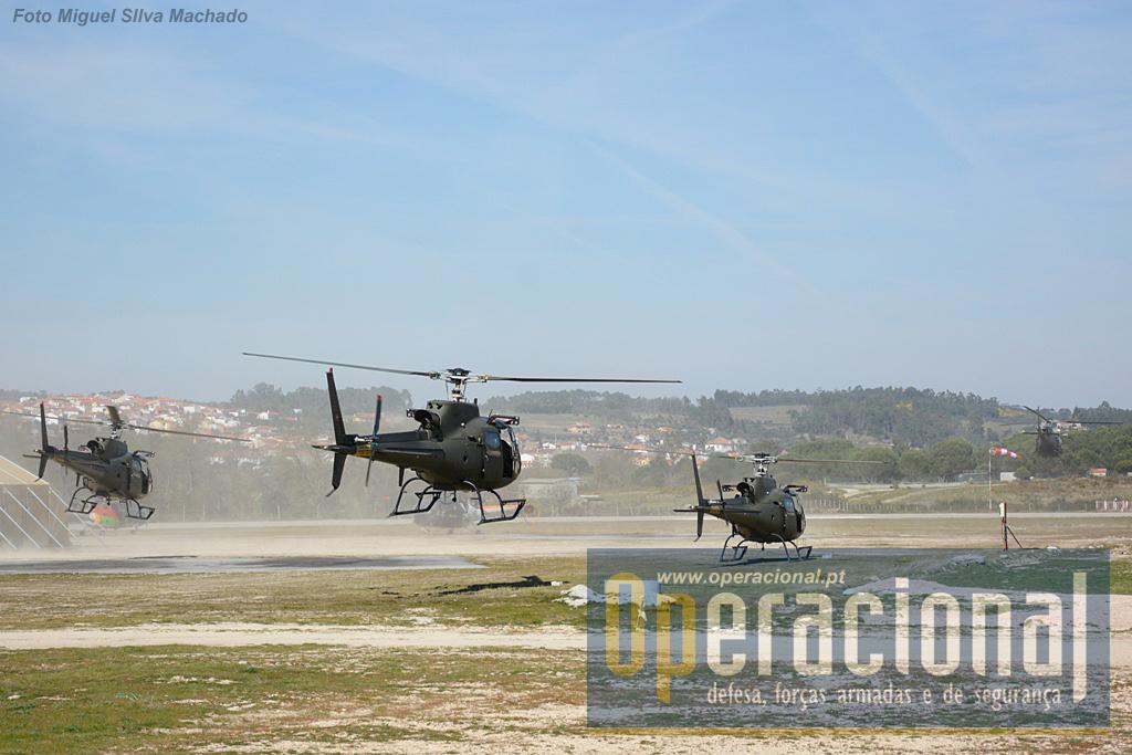 Descolagem dos Fennec para mais um helitransporte. Estes helicópteros, quando estiveram no Exército, estavam armados com misseis TOW, actualmente estão destinados a missões de observação, ligação, transporte táctico e operações especiais.
