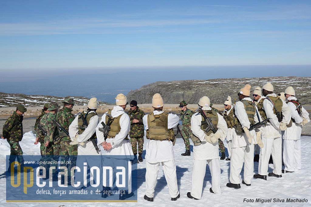 """Elementos do Curso de Operações Especiais que está a decorrer (Março 2015). Os coletes tácticos """"por fora"""" da camuflagem, são usados naturalmente apenas deste modo durante algumas fases da instrução. Este curso inclui militares de Angola e Timor-Leste."""
