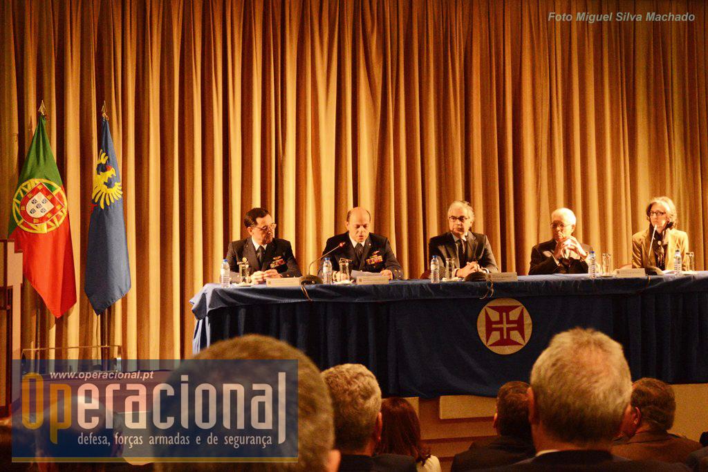 Da esquerda: Tenente-General PILAV Mimoso e Carvalho; General PILAV Araújo Pinheiro; Dr. Aguiar-Branco