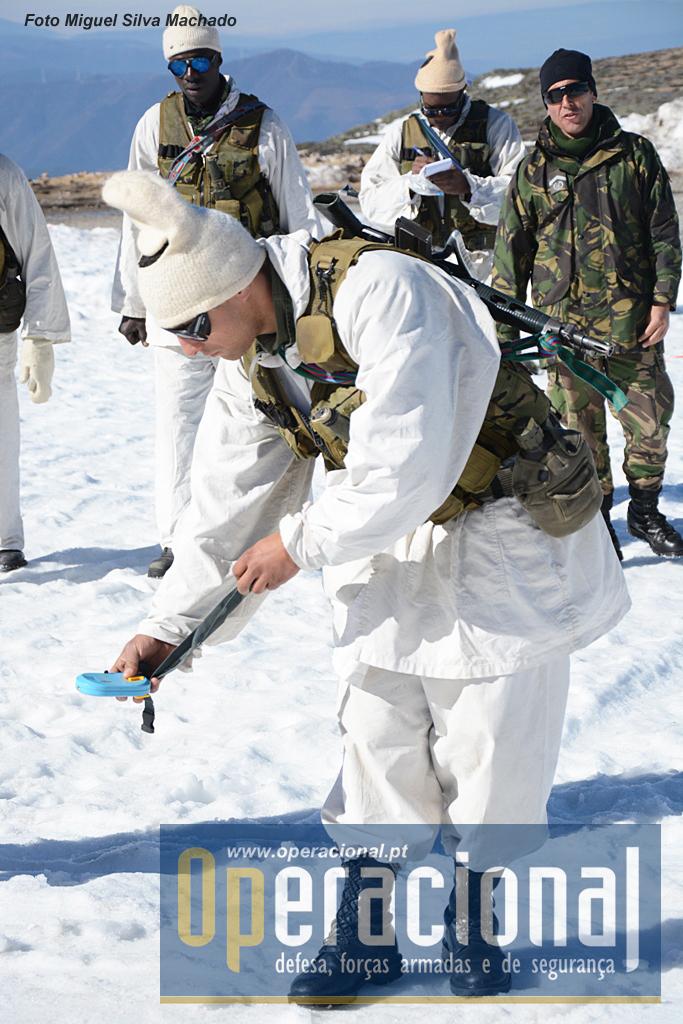 Instrução com equipamento de detecção de vítimas de avalanche  (Ortovox X1).