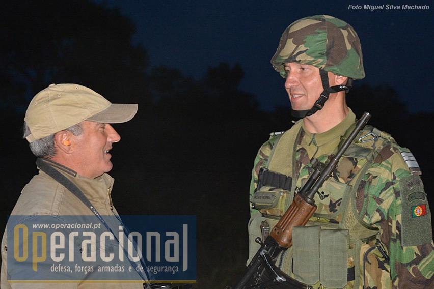O comandante do GAC estava visivelmente satisfeito com a bateria e confiante nas suas capacidades. Aqui na hora da despedida com o Armado Marques do Operacional