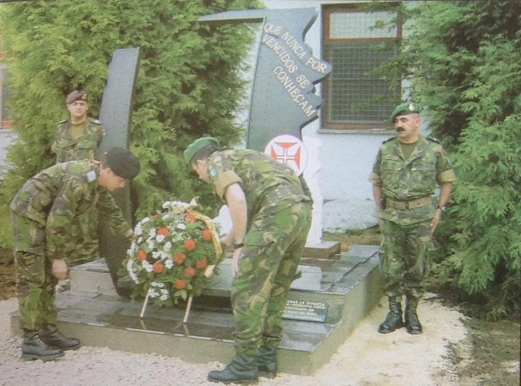 Da mesma revista, memória do 23 de Maio de 2003, em Doboj.