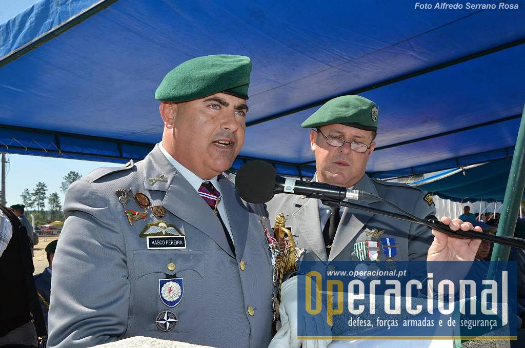 O comandante da ETP, Coronel de Infantaria Pára-quedista Vasco Pereira, proferindo o seu discurso de balanço do trabalho realizado na unidades no últimos 12 meses.