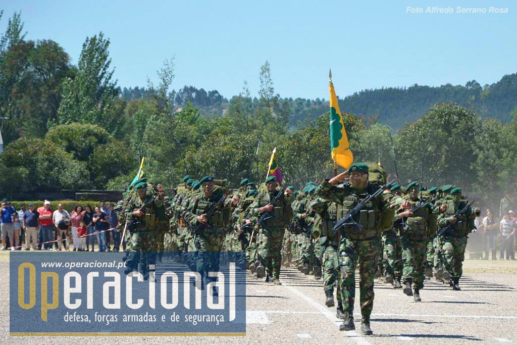 O 1.º Batalhão de Infantaria Pára-quedista, recém chegado de uma missão de 6 meses no Kosovo.