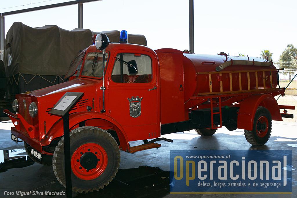Os Bombeiros Voluntários do Dafundo  ainda mantém esta Bedford OYC de 1945 proveniente do Reino Unido.