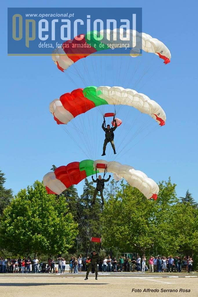 Na parte da tarde, uma das actividades que deslumbrou muitos os presentes foi este salto com relativo de calotes, actividade hoje pouco vulgar no meio militar.