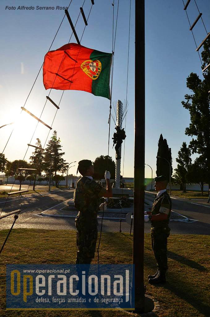 O Arrear da Bandeira Nacional em 23 de Maio de 2015. Já se pensa no próximo ano, no 60.º Aniversário!