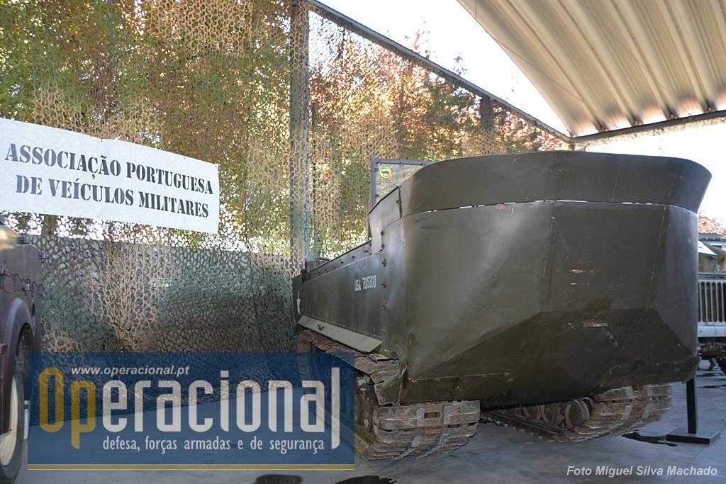 """O anfíbio """"Weasel"""" M29C de fabrico USA, introduzido em Portugal em 1947."""