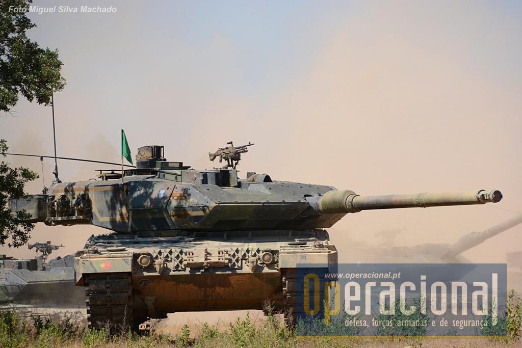 Leopard 2A6, chegaram ao Exército Português nos finais de 2009 mas várias limitações, nomeadamente de ordem logística, atrasaram o desenvolvimento da sua capacidade operacional durante mais tempo do que seria de esperar.