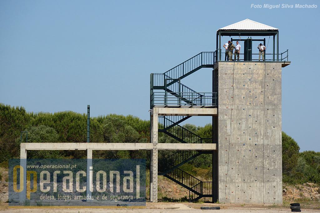 Esta torre permite executar um leque muito diferenciado de técnicas relativas ao montanhismo e ainda outras, por exemplo, combate em áreas urbanas.