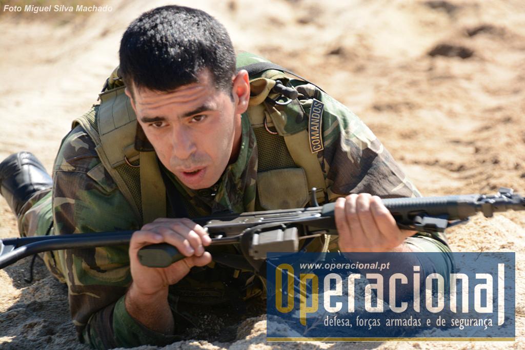 """Só aqui e no lançamento de granadas, a arma não está """"apontada ao inimigo""""."""