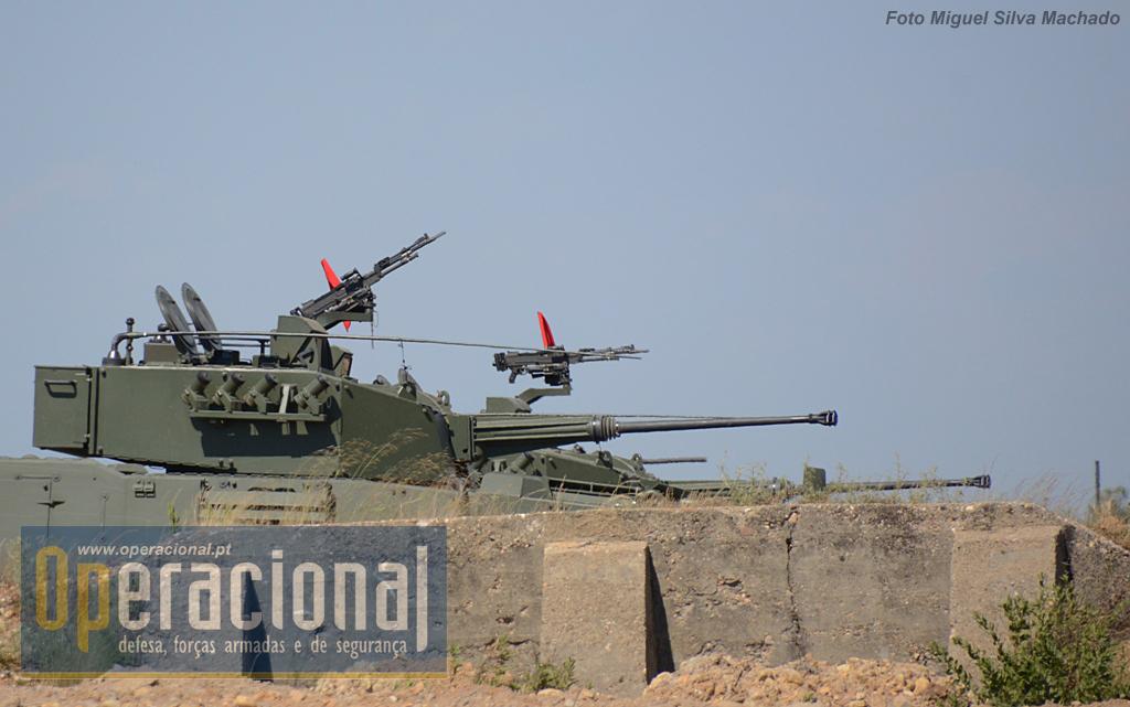 """Em breve o """"inimigo"""" vai estar debaixo do fogo das munições explosivas da infantaria mecanizada."""