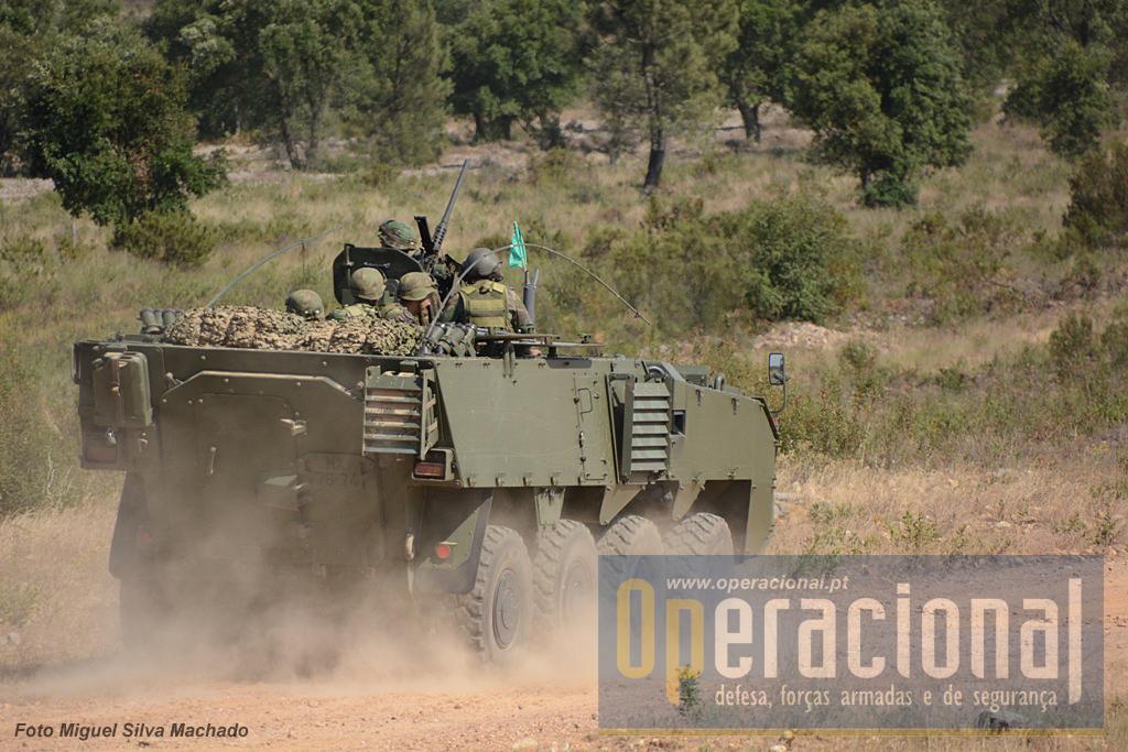 ...para proteger o avanço da infantaria mecanizada embarcadas nas Pandur II 8x8 TP 1,7mm