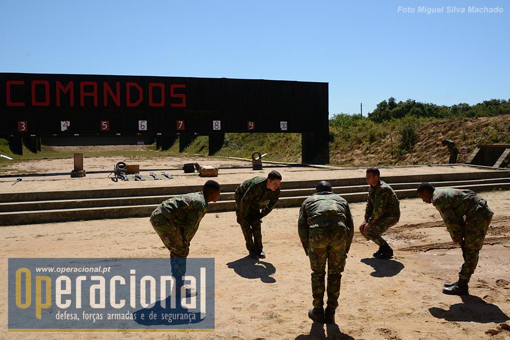 Numa das carreiras de tiro do CTC a equipa que vai efectuar a demonstração  de tiro 11f67ab2189