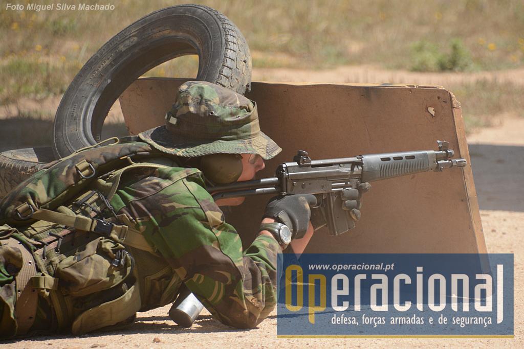 A espingarda automática SIG SG 543 5,56mm ainda é usada quer nos Comandos quer nas Operações Especiais, em situações de treino, mas espera-se que por muito pouco tempo.