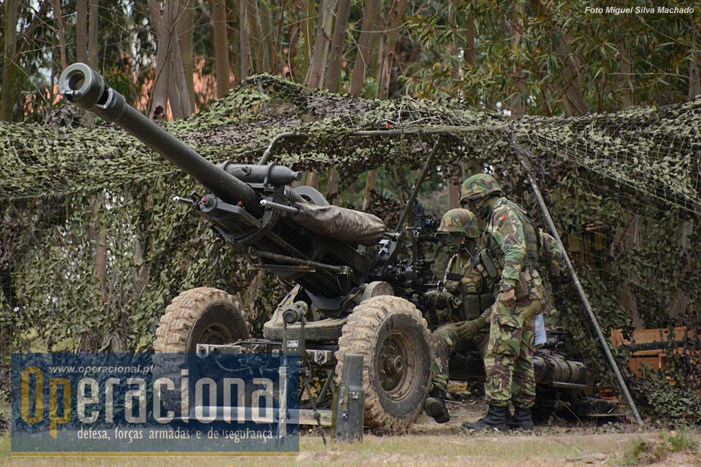 """O M-119 """"Light Gun"""" da Light Arty Bty/NRF2015 (aqui em foto de arquivo) também entrou em acção. Esta arma equipa o GAC/BrigRR que está aquartelado no Regimentoe Artilharia n.º 4 (Leiria)."""