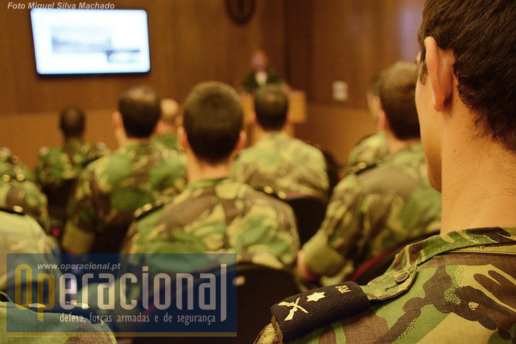 Os cadetes da Academia Militar assistiram a uma exposição sobre a unidade 710cdf07711