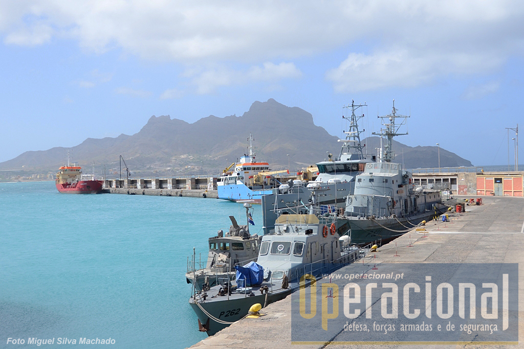 Porto do Mindelo. Alguns dos meios navais da Guarda Costeira de cabo Verde.