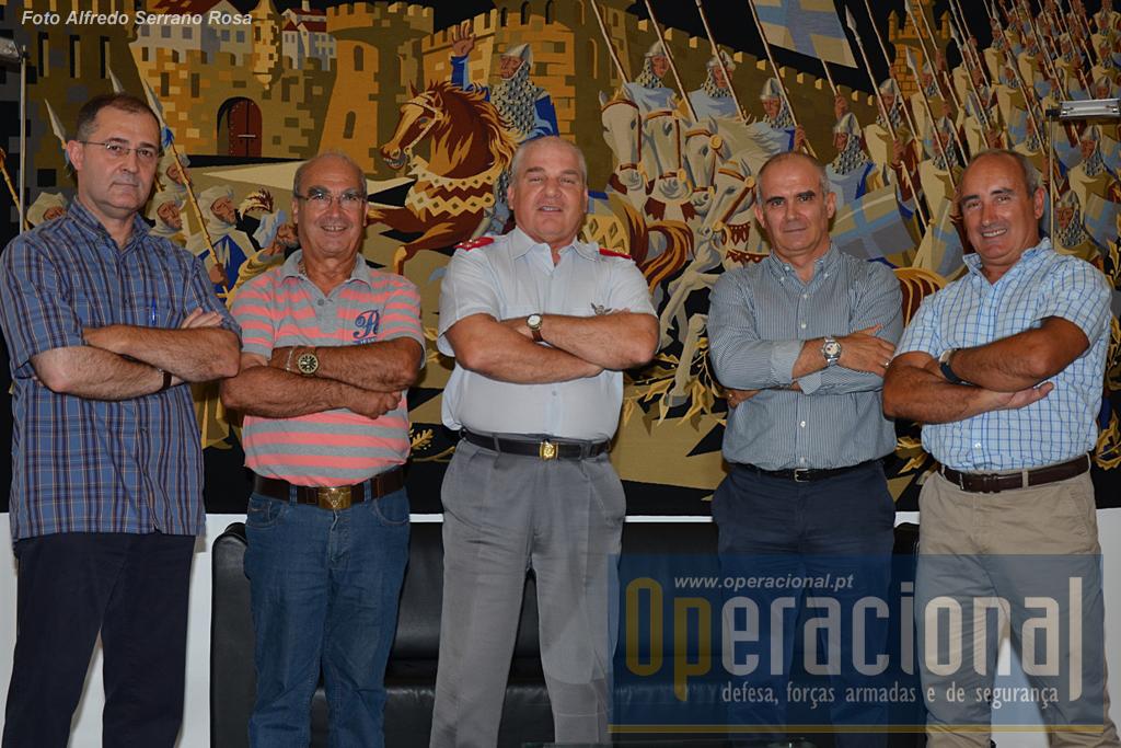 Neste dia 29 o Operacional foi recebido pelo CEME em Lisboa. Da direita: Armando Marques, Miguel Machado, General Carlos Jerónimo, Serrano Rosa, Sucena do Carmo.