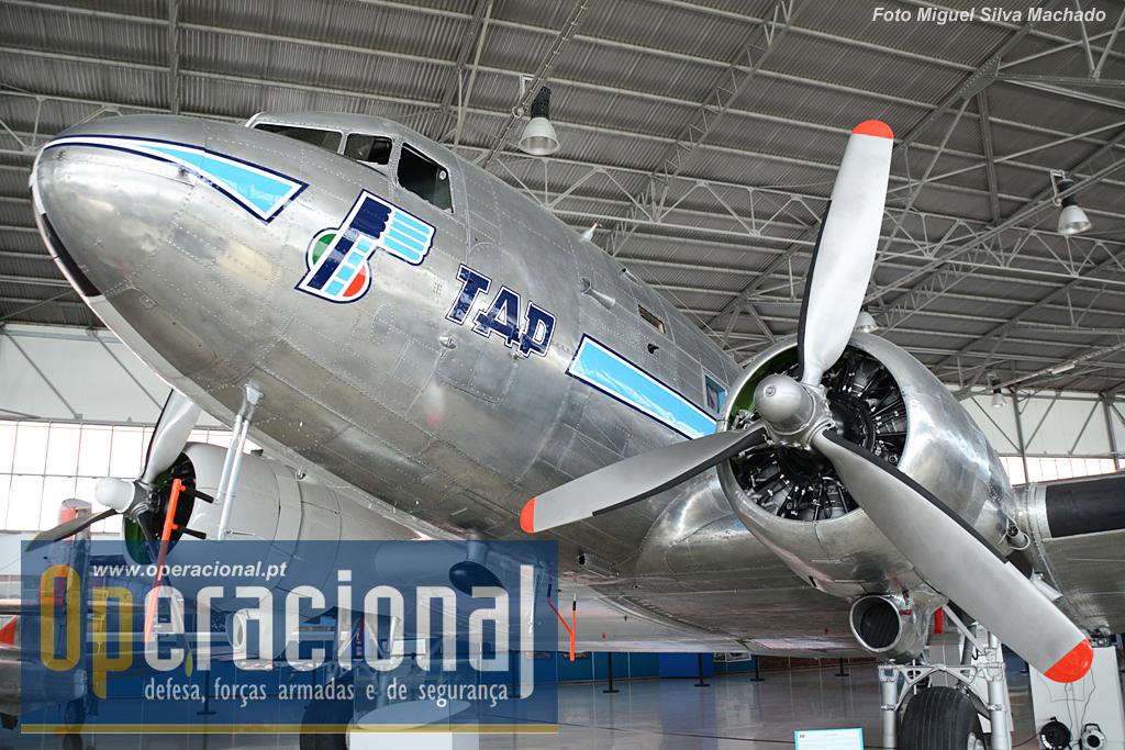 """A """"faceta"""" Transportes Aéreos Portugueses, versão Dezembro de 1946, a aeronave que inaugurou a Linha Aérea Imperial, que ligava Lisboa a Luanda e a Lourenço Marques."""