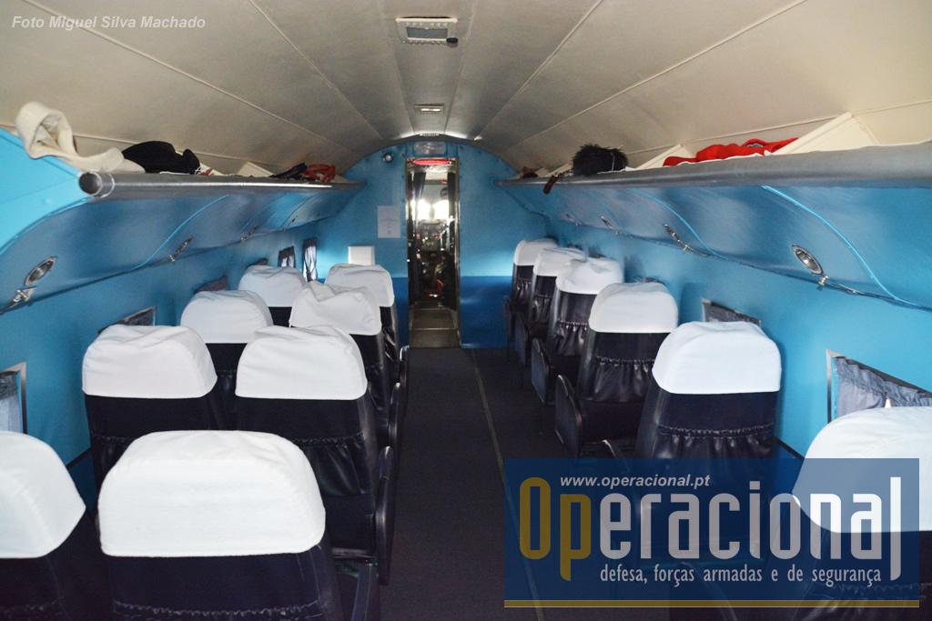 Interior do DC 3 da Linha Aérea Imperial, com um impressionante nível de detalhe. A reconstrução deste aparelho foi executado pela TAP, voluntários, e do Vintage Aero Club.
