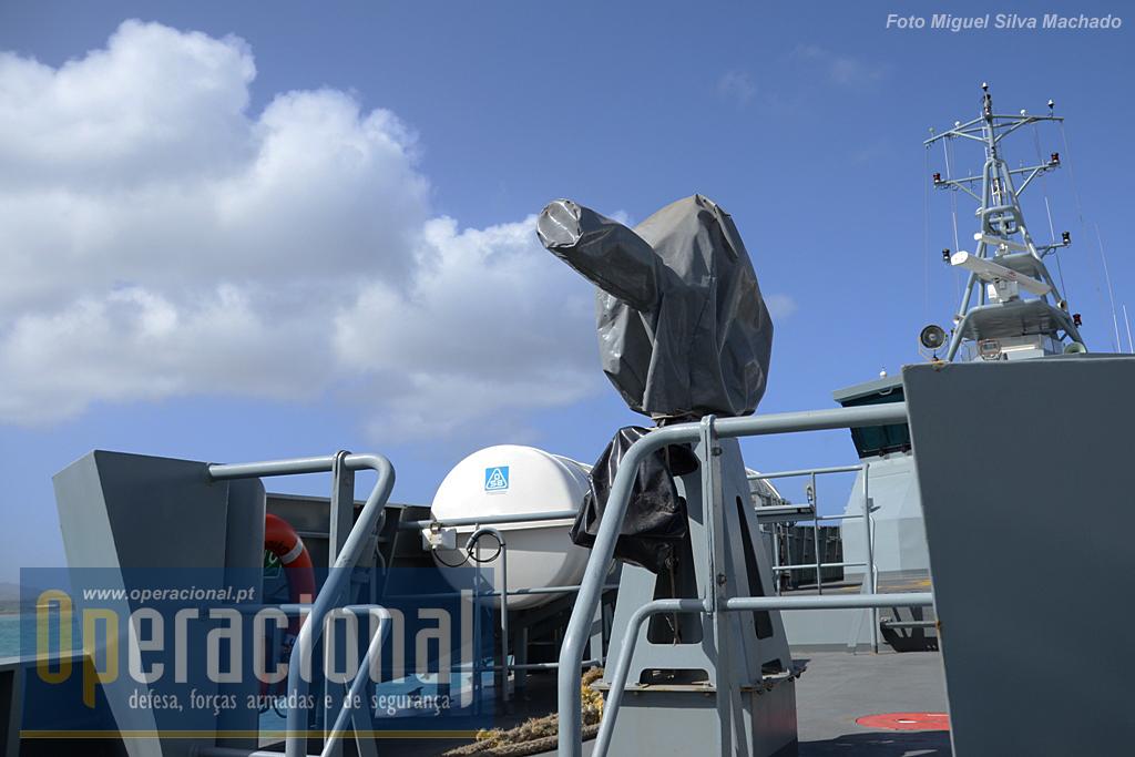 """O """"Guardião"""" não tem armamento instalado. na imagem o canhão de água."""