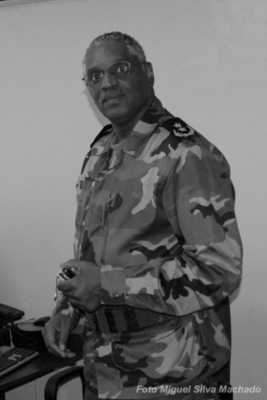 O então tenente-coronel Pedro dos Reis Brito, na cidade da Praia em 2005.