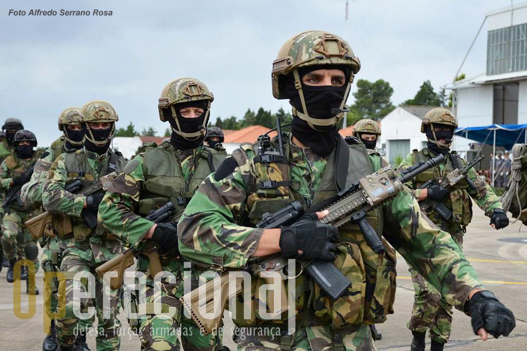 Os elementos de operações especiais que integram as Special Operations Land Task Unit (SOLTU) do Centro de Tropas de Operações Especiais da Brigada de Reacção Rápida, foram os primeiros militares do Exército a receber novos equipamentos e armamento. É um processo ainda em curso.