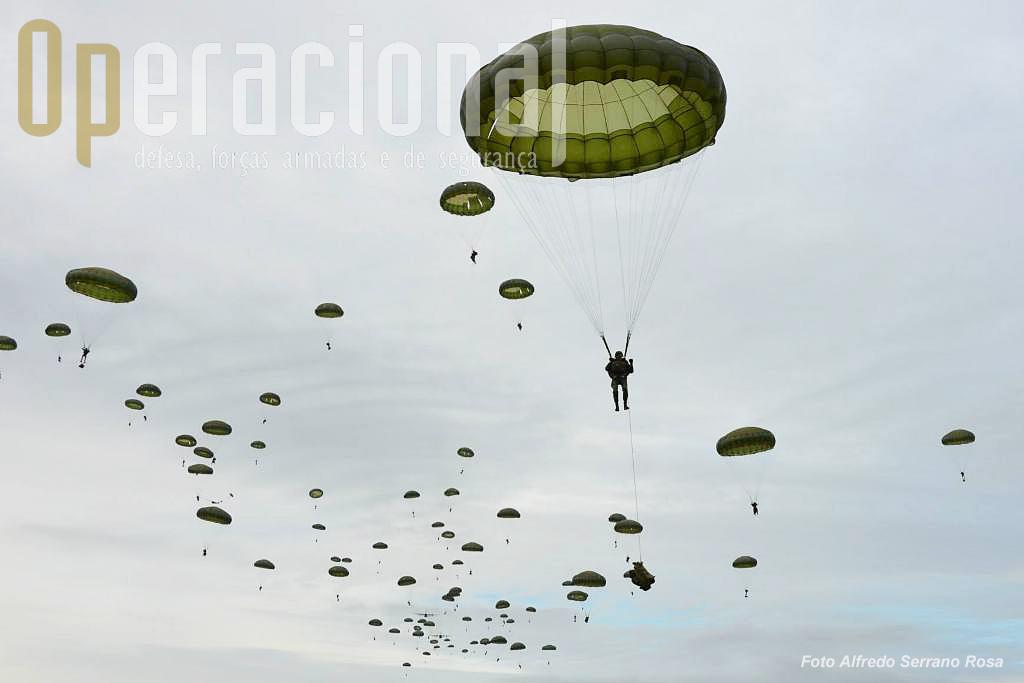 As forças pára-quedistas estão especialmente vocacionadas para intervenção imediata a grandes distâncias, com efectivos consideráveis, utilizando os meios de transporta aéreo táctico da Força Aérea.