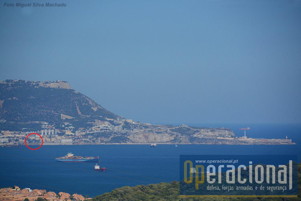 "A ""Napier of Magdala Battery"" vista dos arredores de Algeciras."
