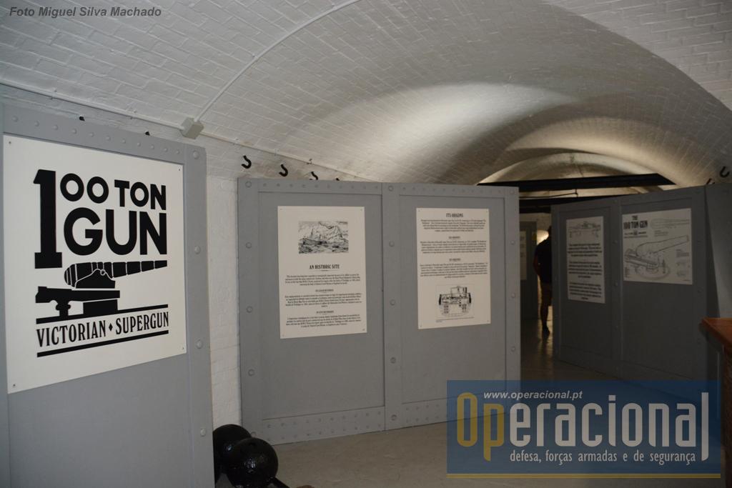 A exposição tem toda a informação disponivel sobre o canhão e a bateria, em três língua, inglês, espanhol e francês.