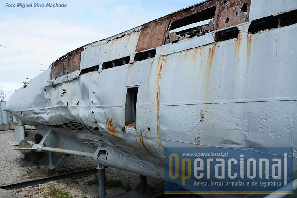 Foi aqui que o efeito da carga de profundidade se fez sentir e por onde o U-534 começou a afundar.