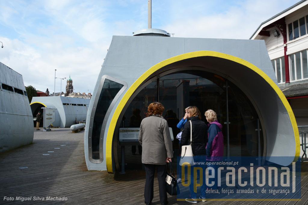 Este sistema de exposição permite uma boa movimentação dos visitantes, mas na realidade não dá a sensação do que é andar dentro de um submarino.