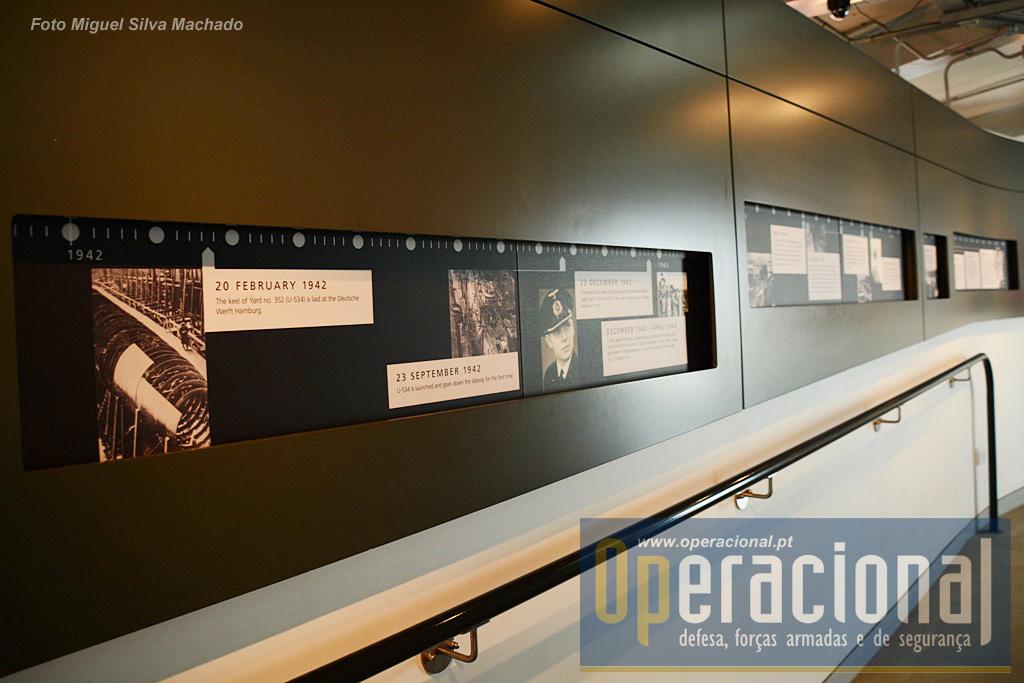 """A vida do U-534 está bem documentada quer em fotografias ao longo desta """"linha do tempo"""" quer em filmes e ainda em registos audio."""