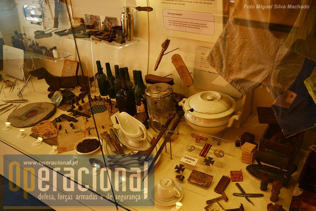 Aspecto de objectos pessoais e de uso comum encontrados no submarino quando voltou à superfície em 1993.