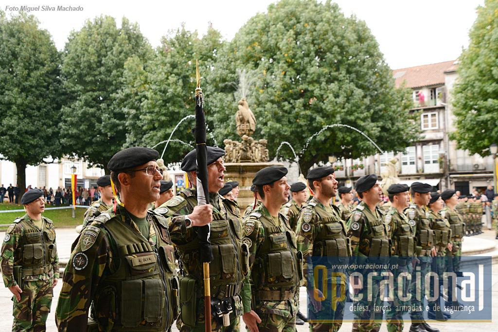 Foi uma cerimónia em que as Forças em Parada, além do Hino Nacional, cantaram a plenos pulmões o Hino da Cavalaria!