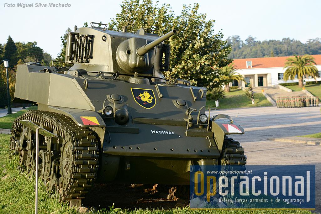 Carro de Combate Ligeiro M5-A1 Stuart M/1957. Entrou ao serviço neste ano, vindo dos EUA e serviu em Portugal até 1984! Três destes CC foram usados em Angola, constituindo assim os únicos blindados de lagartas que o Exército alguma fez empenhou em combate.